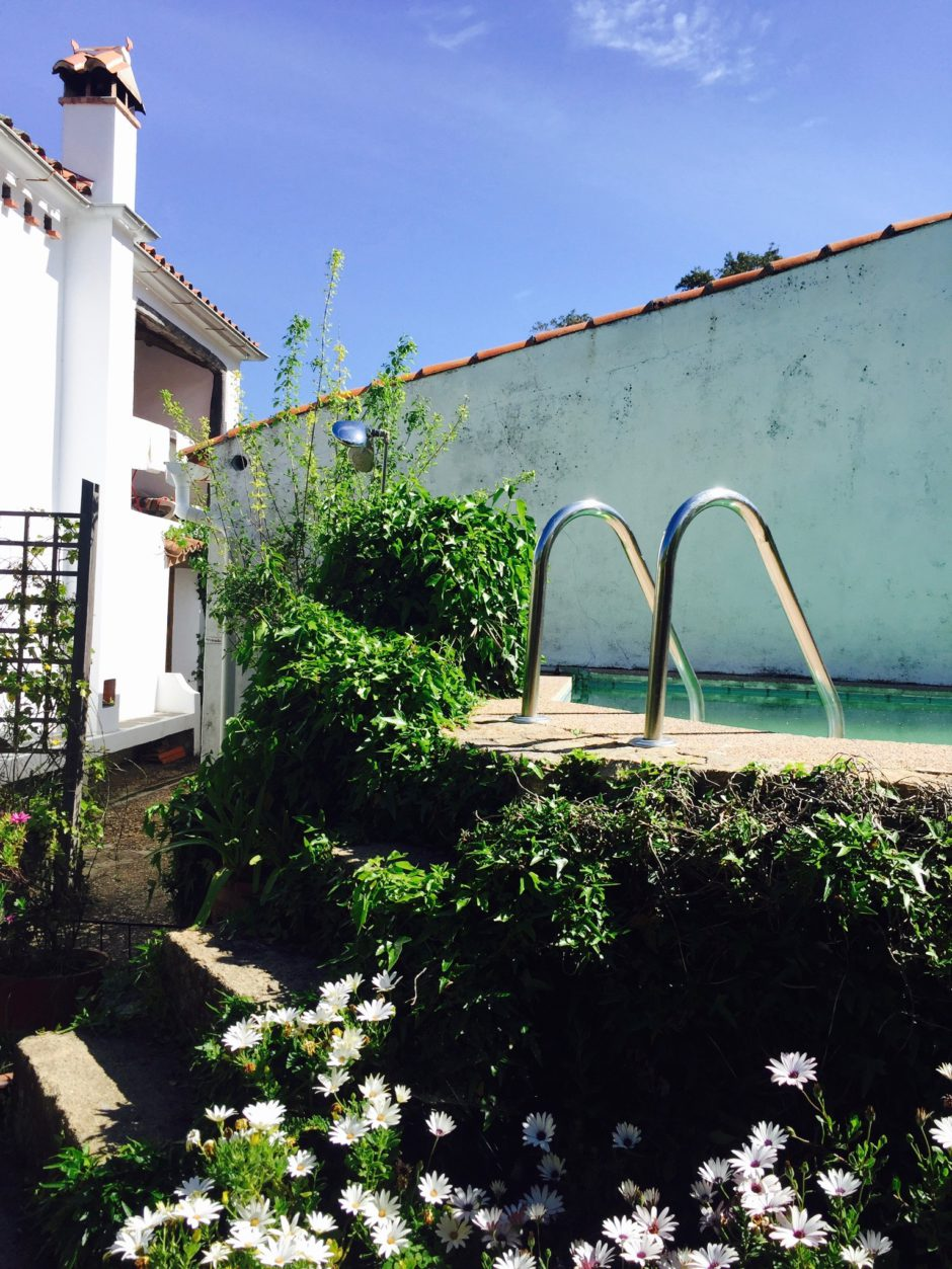 The dipping pool of Casa Rural Salto del Caballo